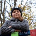 Девочка-подросток на детской площадке в осенний парк - Украина, Одесса, 17,10,2019