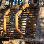 Деревянная полоса препятствий для детей в парке
