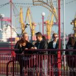 Люди говорят на забор в порт - Украина, Одесса, 17,10,2019-342