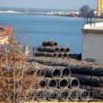 Горы из металлической проволоки, ждет отгрузки на складе в порту - Украина, Одесса, 17,10,2019