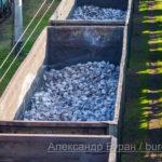 Железнодорожные вагоны, наполненные камня для дальнейшей обработки в порту - Украина, Одесса, 09,11,2019