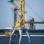 Транспортер для погрузки и разгрузки кораблей в порту - Украина, Одесса, 09,11,2019