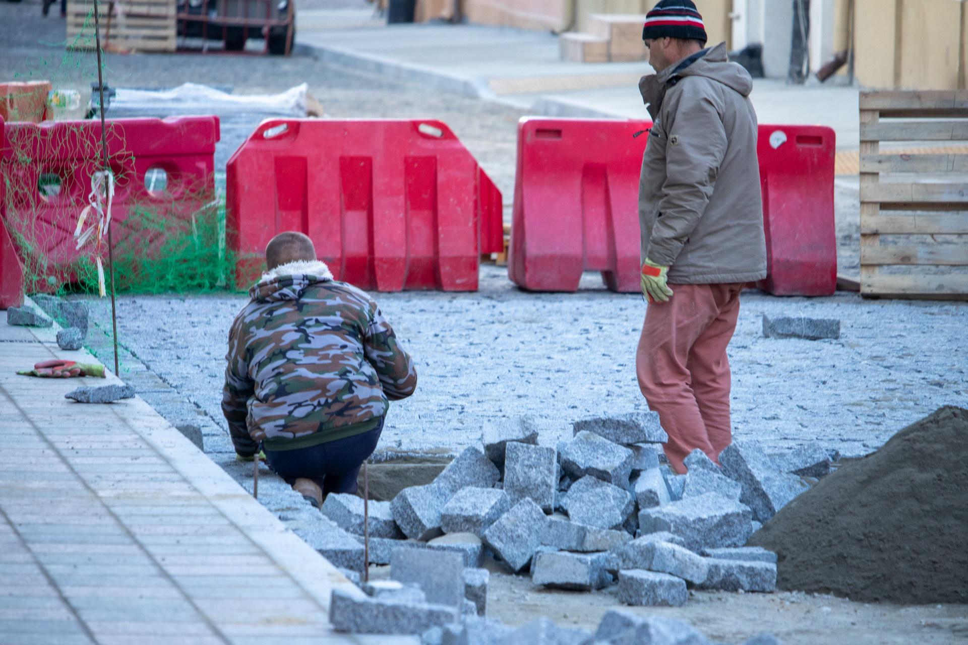 Ремонтные работы в центре города по обновлению плитки на тротуаре Воронцовский переулок Одесса – bur4ik.ru – 21.01.2020 - фото 4