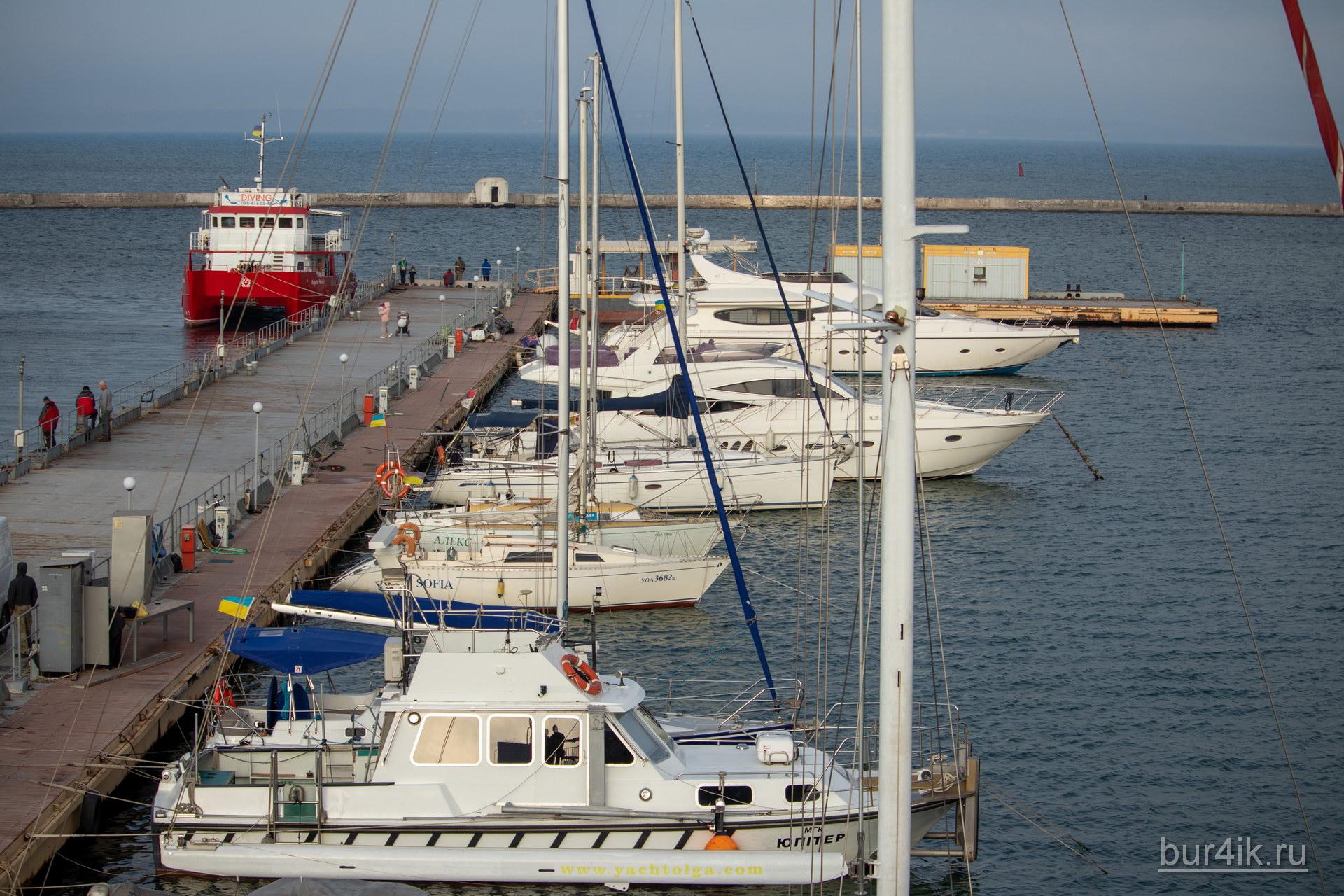 Стоянка яхт в порту города Одесса 3